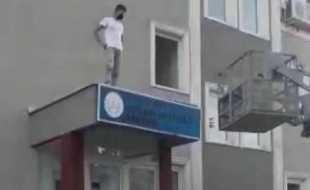 TOP ALMAK İÇİN ÇIKTI MAHSUR KALDI