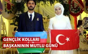 Türk ve Azerbaycan bayrağı açtılar